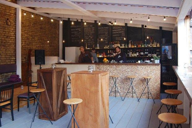 Винный бар DoImmigration открывает крышу . Изображение № 1.