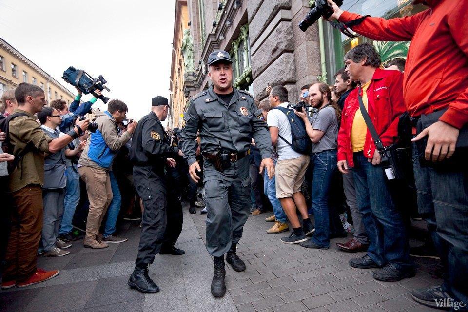 Фоторепортаж: «Народный сход» вподдержку Навального вПетербурге. Изображение № 31.