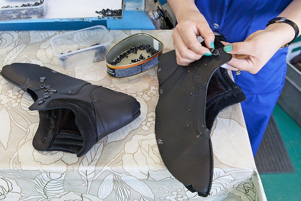 Производственный процесс: Как делают ботинки. Изображение № 13.