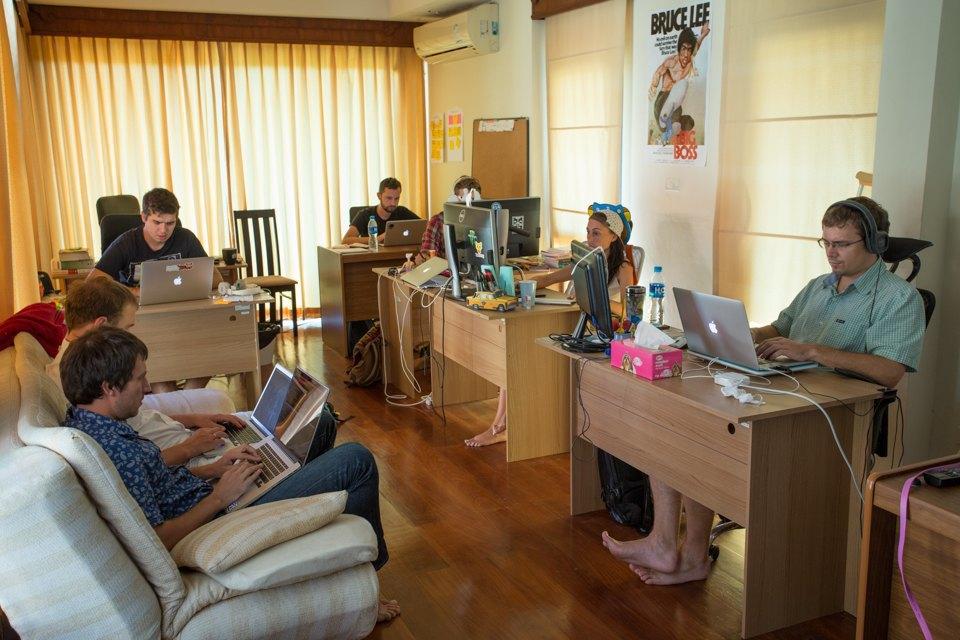Сотрудники Aviasales в офисе на Пхукете. Изображение № 8.