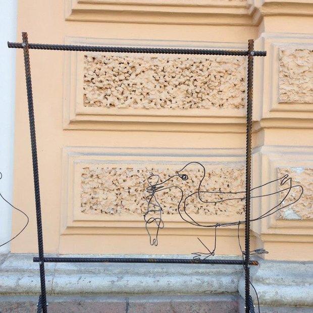 На набережной Обводного канала установили партизанские арт-объекты . Изображение № 1.
