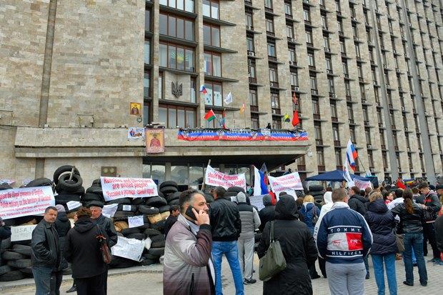 Жители Донецка озахвате администрации, России икрымском сценарии. Изображение № 3.