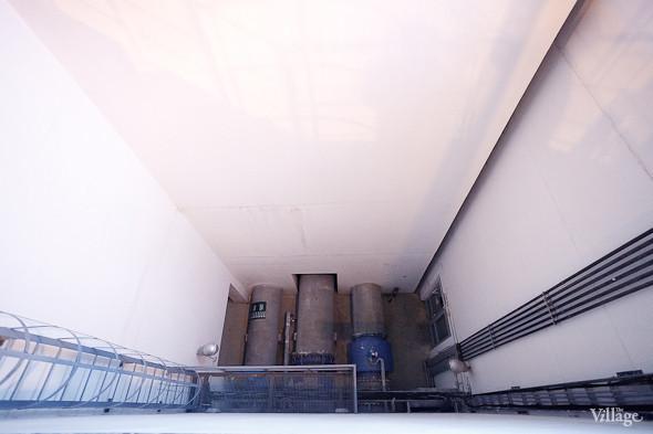Трубы, по которым вода поступает на станцию после мониторинга раками. Изображение № 19.