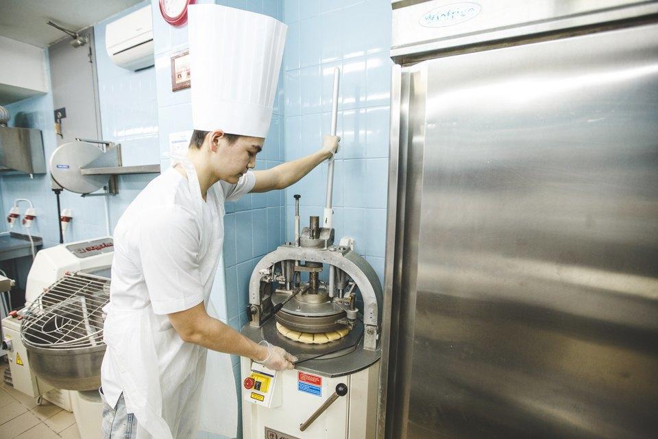 Производственный процесс: Как готовят кошерный хлеб. Изображение № 22.