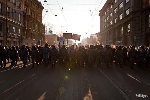 Фоторепортаж: Шествие за честные выборы в Петербурге. Изображение № 14.