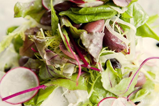 Салат с редисом, фенхелем и козьим сыром — 490 рублей. Изображение № 31.