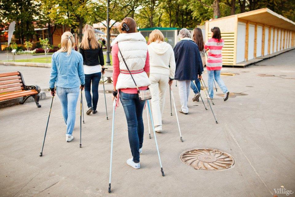 Люди в городе: Кто занимается скандинавской ходьбой. Изображение № 9.