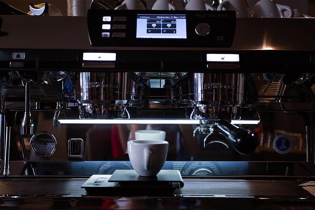 Double B: Сеть кофеен, зарабатывающая на продаже кофе конкурентам. Изображение № 1.