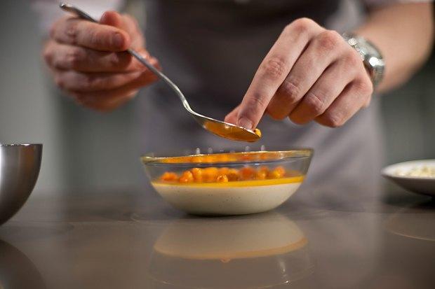Шеф дома: Ягненок, хумус иоблепиховый десерт шефа «Стрелки». Изображение № 136.