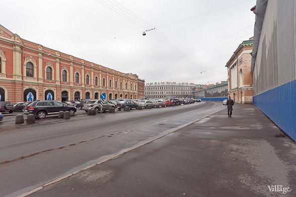 Так сейчас выглядит Конюшенная площадь в Санкт-Петербурге. На ней находится автомобильная стоянка.. Изображение № 45.
