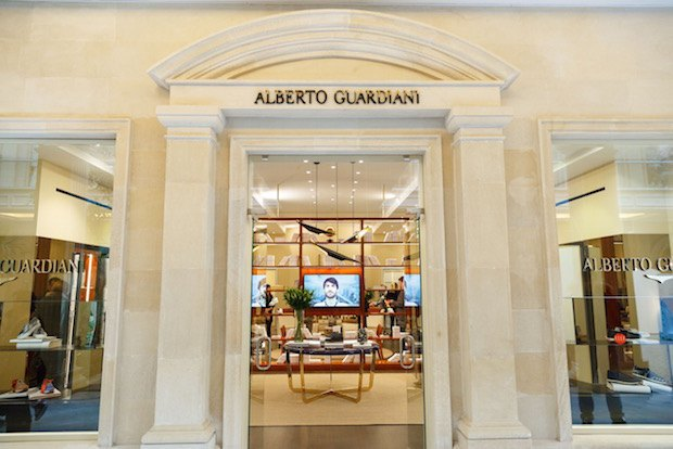 В «Крокус Сити Молле» возобновил работу магазин обуви Alberto Guardiani. Изображение № 1.