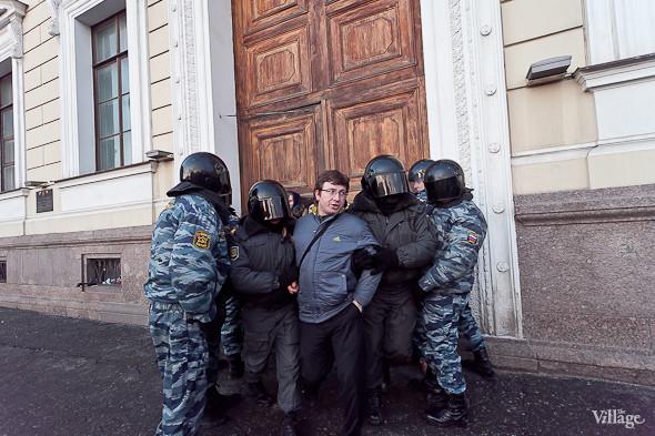 По словам оцевидцев, задержано было около 500 человек. Изображение № 21.