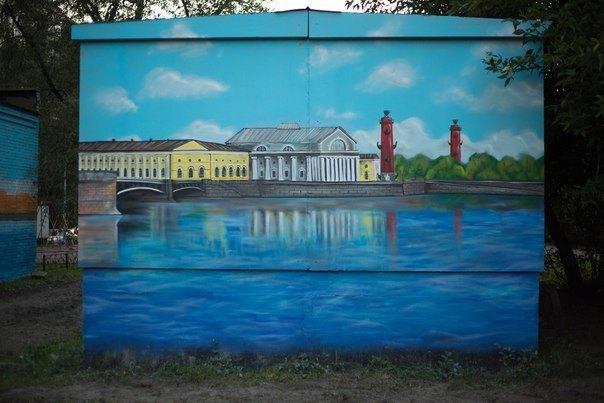Коммунальщики закрасили граффити свидами Петербурга натрансформаторной будке. Изображение № 1.