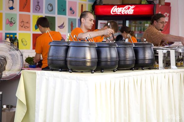 В шатре кафе Суп —около десяти видов супов. Изображение № 59.