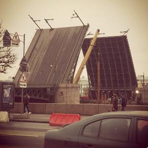 Дворцовый мост впервые развели на все выходные. Изображение № 7.