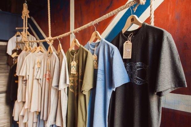 На Большой Морской открылся магазин одежды ссимволикой города. Изображение № 2.