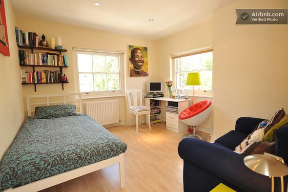 Комната в лондонском Сохо, 96 долларов за ночь. Изображение № 12.