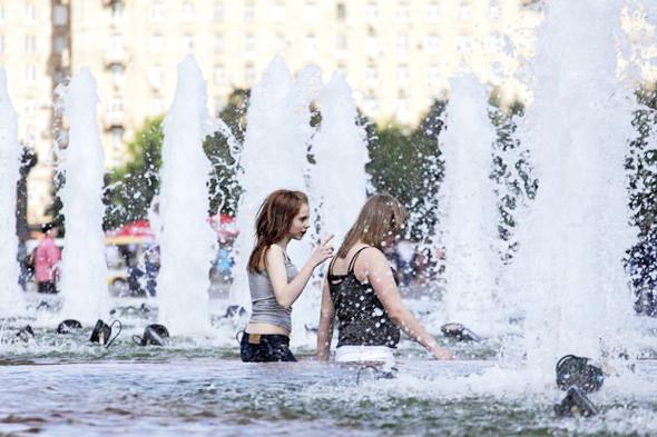 Фоторепортаж: «Последний звонок» в Москве. Изображение № 21.