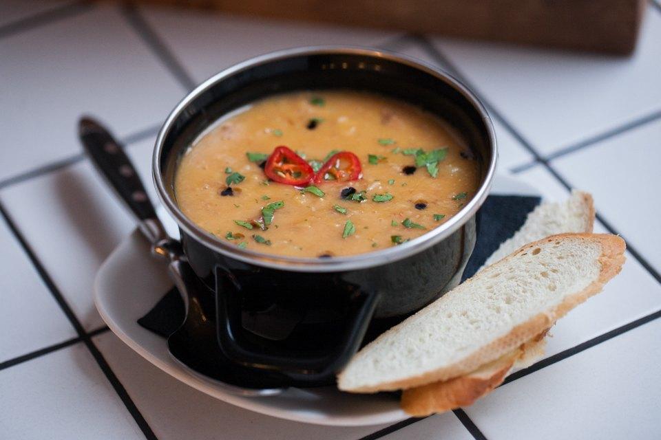 Гороховый суп с копченостями и чоризо — 250 рублей . Изображение № 6.