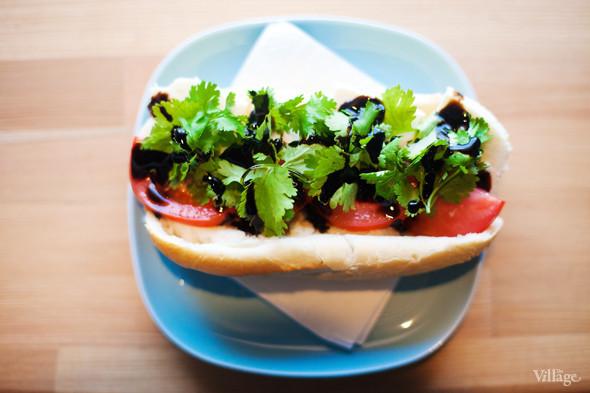 Сэндвич с адыгейским сыром, томатом, кинзой и бальзамическим соусом — 100 рублей. Изображение № 26.