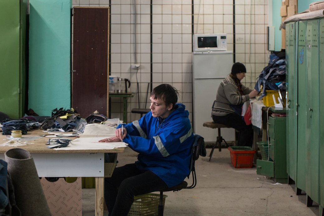«Пришёл запрос от стилистов Леди Гаги»: Кто икак делает обувь вПетербурге. Изображение № 21.