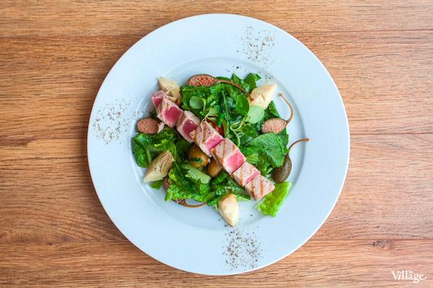 Средиземноморский салат «Ницца» с тунцом и артишоками — 590 рублей. Изображение № 35.