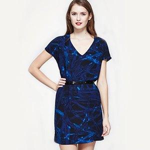 Свитшот Maison Kitsuné, кроссовки adidas Originals, платье AllSaints. Изображение № 9.