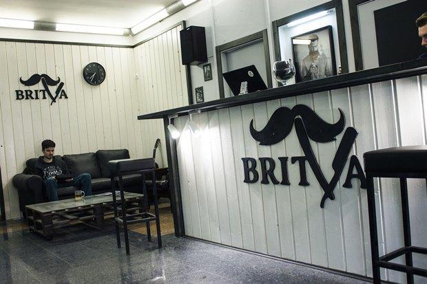 На «Московской» заработала мужская парикмахерская Britva. Изображение № 2.