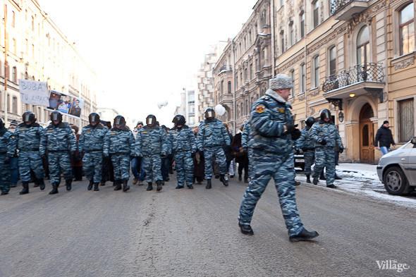 Фоторепортаж: Шествие за честные выборы в Петербурге. Изображение № 8.