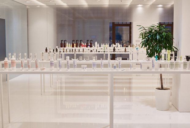 В AuPontRouge открылся этаж Cosmotheca сминималистическим дизайном иконвейером. Изображение № 11.
