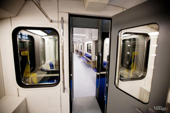 В Петербурге представили новые вагоны метро и низкопольный трамвай. Изображение № 12.