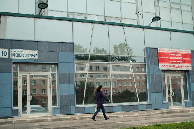 Фасад магазина «Верный» на улице Народного Ополчения, 10. Изображение № 2.