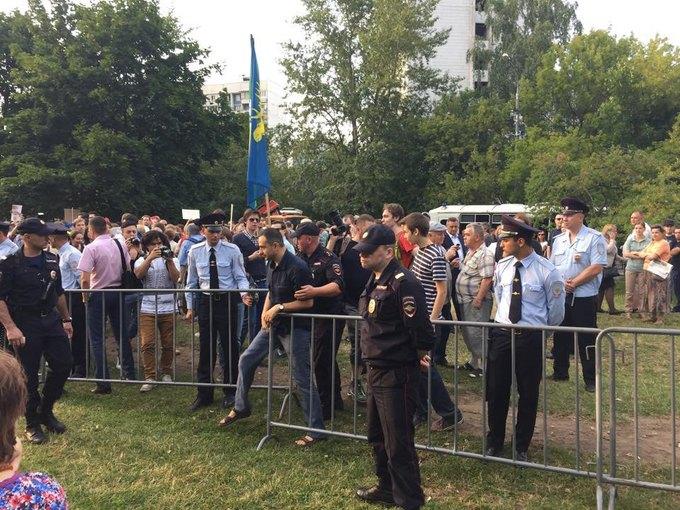 В парке «Торфянка» начался митинг против строительства храма. Изображение № 1.