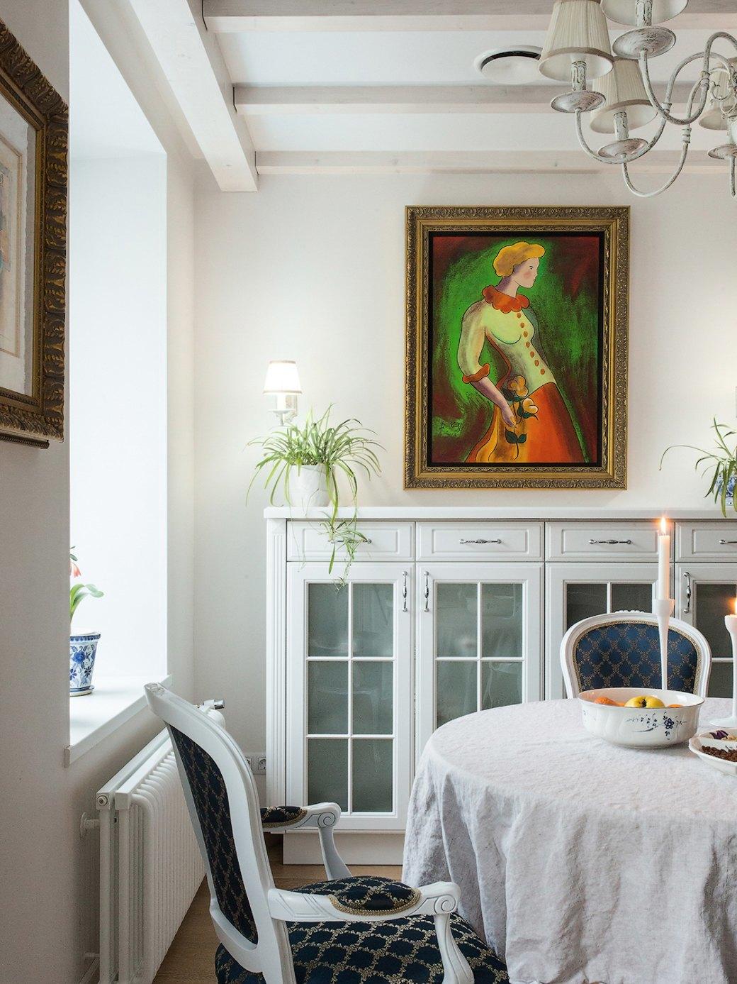 Квартира встаром доме склассической мебелью иплиткой азулежу (Петербург). Изображение № 6.