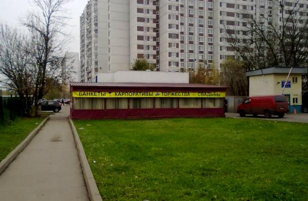 Москвичам предложили бороться с безграмотной рекламой. Изображение № 6.