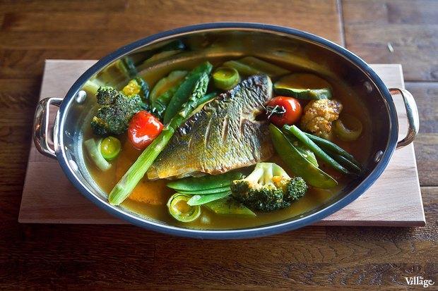 Дорадо, запечённая с овощным соте, — 350 руб.. Изображение № 22.