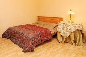 Цена запроса: Насколько дорожают гостиницы иквартиры в Новый год. Изображение № 21.