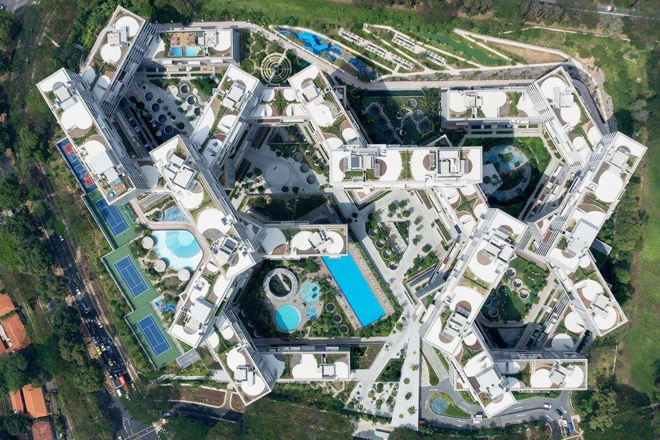 Жилой массив: Каквыглядит массовая застройка вПариже, Гонконге идругих городах. Изображение № 23.