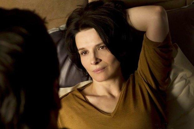 «Другая жизнь женщины». Оптимистичная мелодрама, в которой Жюльетт Бинош просыпается помолодевшей на десять лет и начинает новую жизнь. Изображение № 2.
