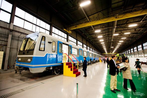 В Петербурге представили новые вагоны метро и низкопольный трамвай. Изображение № 17.