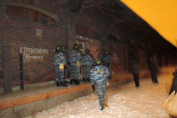 ОМОН разогнал оккупантов пакгауза на Варшавском вокзале. Изображение № 5.