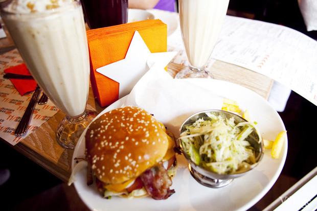 Новое место: Бургер-бар «11/1». Изображение № 24.