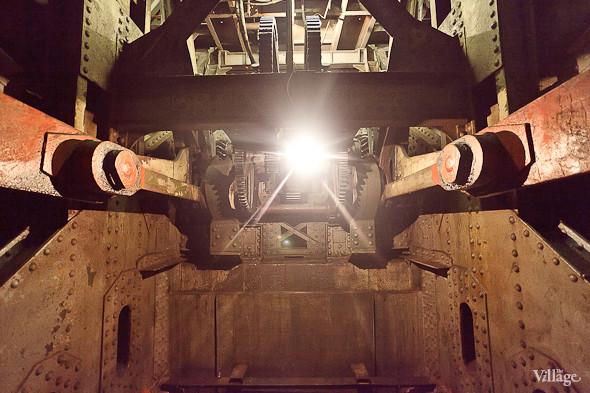 Фоторепортаж: Как разводят Дворцовый мост. Изображение № 15.