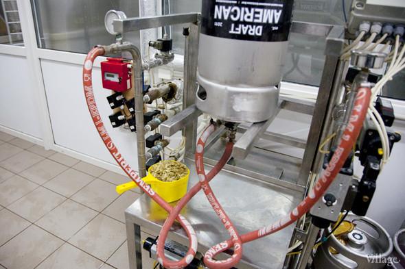 Репортаж: Как варят пиво в частной московской пивоварне. Изображение № 36.