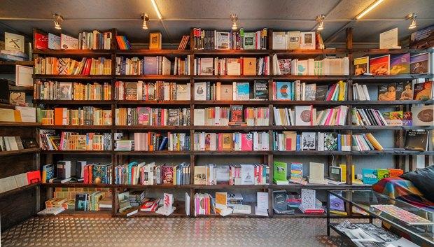 На«Улице Контейнерной» открылся книжный магазин «Факел» . Изображение № 7.