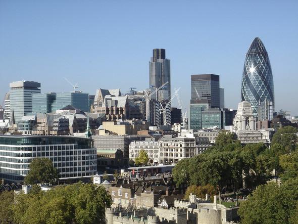 В сердце квадратной мили располагаются такие современные символы финансового успеха Сити как Тауэр 42 или НатВест Тауэр, Бродгейт Тауэр, СитиПоинт или Британик Хаус, и знаменитый лондонский «Огурец» - небоскреб Мери-Экс.. Изображение № 10.