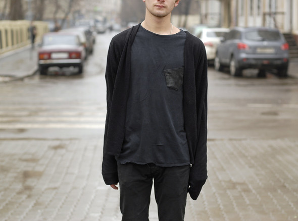 На Никите кеды Gravis Filter, штаны H&M, свитер и футболка из секонд-хенда. Никита катается по всему городу летом и в скейт-парке «Адреналин» зимой.. Изображение № 34.