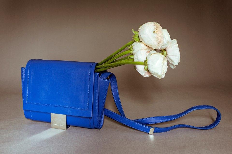 Яркие цветы и сумки. Изображение № 2.