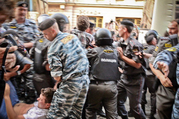 Copwatch: действия полиции на «сидячем» митинге «Стратегии-31» на Триумфальной площади. Изображение № 29.