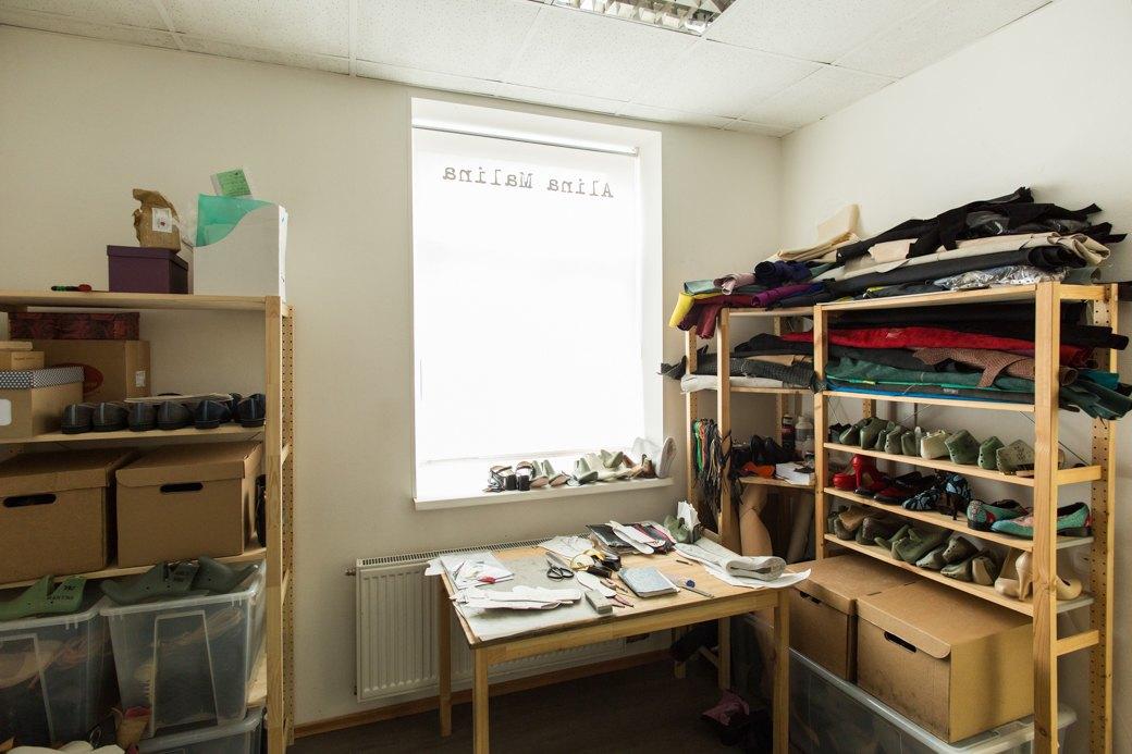 «Пришёл запрос от стилистов Леди Гаги»: Кто икак делает обувь вПетербурге. Изображение № 15.